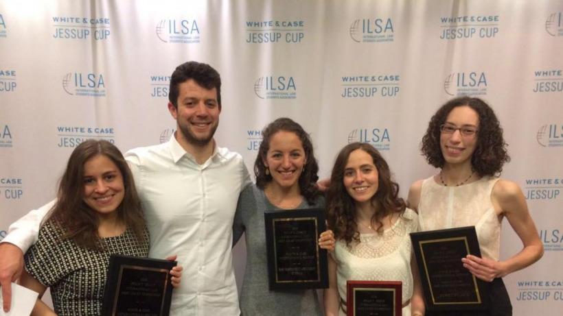 """נבחרת האוניברסיטה העברית בתחרות המשפט הבינלאומי המבוים ע""""ש ג'סאפ זכתה בפרס Hardy C. Dillard, בגין הצטיינות בכתיבת הטענות בכתב."""